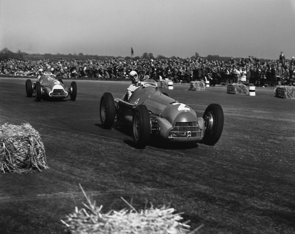 Silverstone, England.11-13 May 1950.Guiseppe Farina (Alfa Romeo 158), 1st position, leads Luigi Fagioli (Alfa Romeo 158), 2nd position, action.Ref-Motor 779_40.World Copyright - LAT Photographic