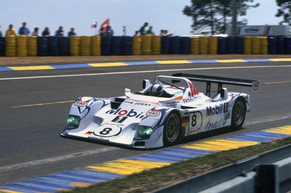 Le Mans, France. 6th - 7th June 1998.James Weaver/Pierre-Henri Raphanel/David Murry (Porsche LMP1/98), retired, action. World Copyright: LAT Photographic.Ref: 98LM14.