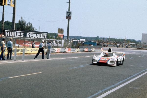 Le Mans, France. 12 - 13 June 1976 Jacky Ickx/Gijs van Lennep (Porsche 936), 1st position, action World Copyright: LAT PhotographicRef: 76LM01