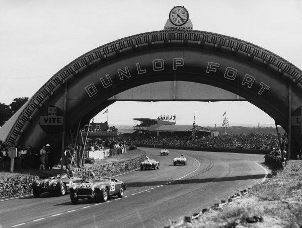 Le Mans, France. 24th - 25th June 1950 Lord Selsdon/Jean Lucas (Ferrari 166MM), passes Tony Rolt/Duncan Hamilton (Healey E), 4th position,  action. World Copyright: LAT Photographic Ref:  C27283.