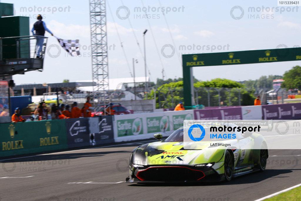 Peter Dumbrek / Chris Harris - Aston Martin Vulcan