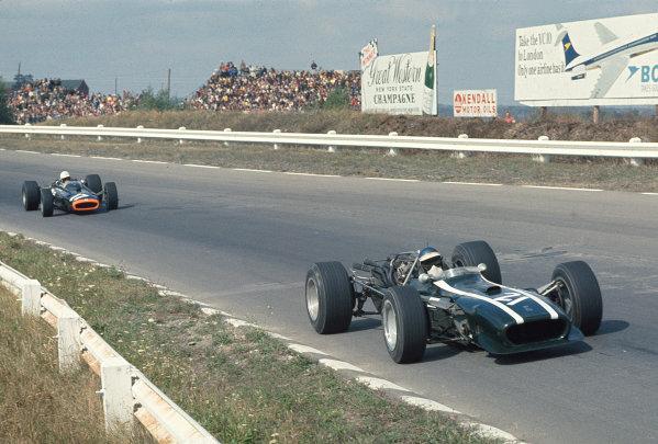 1967 United States Grand Prix.Watkins Glen, New York, USA.30/9-1/10 1967.Jacky Ickx (Cooper T86 Maserati) followed by Chris Irwin (BRM P83).Ref-67 USA 06.World Copyright - LAT Photographic