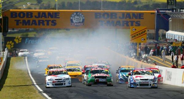 2003 Australian V8 SupercarsBathurst 1000kms, Bathurst, Australia. 12th October 2003.Race action.World Copyright: Mark Horsburgh/ LAT Photographic