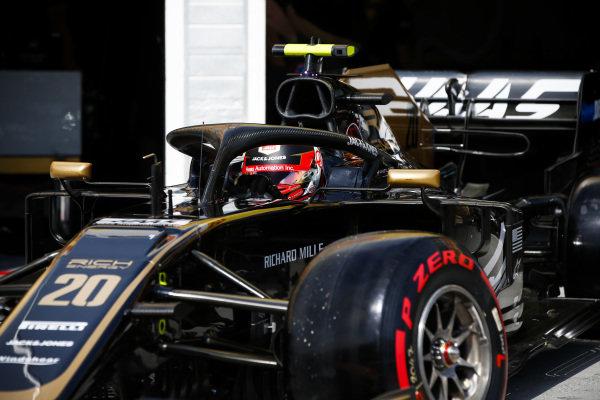 Kevin Magnussen, Haas VF-19, leaves the garage