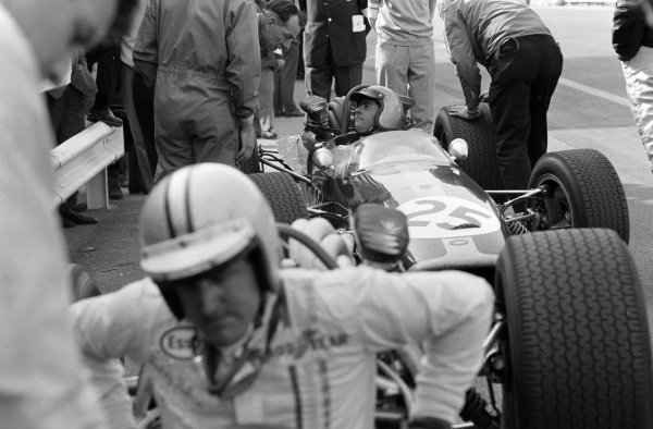 Jack Brabham, Brabham BT24 Repco. Denny Hulme can be seen getting out of his car.