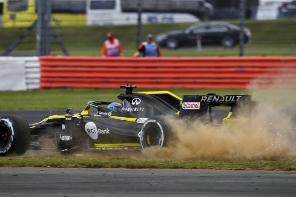 Daniel Ricciardo, Renault R.S.19, runs onto the grass