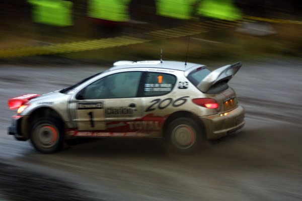 2001 FIA World Rally Championship.Rally Of Great Britain. Cardiff, Wales. November 22-25th.Marcus Gronholm, Peugeot 206 WRC.Stage Fourteen.Photo: Paul Dowker/LAT Photographic.World - LAT Photographic.