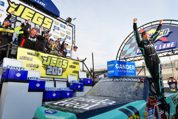 #13: Johnny Sauter, ThorSport Racing, Ford F-150 Tenda Heal celebrates in victory lane