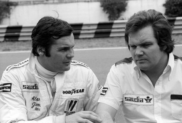 (L to R): Alan Jones (AUS) Williams, who retired from the race on lap 37 with fuel vaporisation problems, talks with Patrick Head (GBR) Williams Technical Director and Designer.Argentinean Grand Prix, Rd 1, Buenos Aires, Argentina, 15 January 1978.