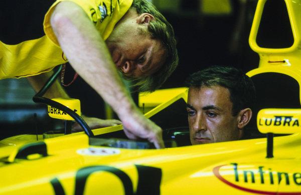 Jean Alesi gets acquainted with his new Jordan EJ11 Honda.