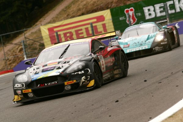 2006 FIA GT Championship.Spa-Francorchamps, France. 29th - 30th July.24 Hours.Stephane Lemeret/Jean-Denis Deletraz/Andrea Piccini (Aston Martin DBR9) is caught by Eric van de Poele/Michael Barteis/Andrea Bertolini (Maserati MC 12 GT1) to lose the lead of the race after 22 hours in front.Action.World Copyright: Drew Gibson/LAT Photographic.Ref: Digital Image Only.