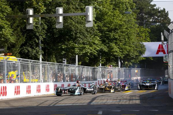 Mitch Evans (NZL), Panasonic Jaguar Racing, Jaguar I-Type II, leads Andre Lotterer (BEL), TECHEETAH, Renault Z.E. 17, and Sam Bird (GBR), DS Virgin Racing, DS Virgin DSV-03.