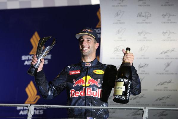Marina Bay Circuit, Marina Bay, Singapore. Sunday 18 September 2016. Daniel Ricciardo, Red Bull Racing, 2nd Position, with his trophy and Champagne. World Copyright: Charles Coates/LAT Photographic ref: Digital Image DJ5R3217