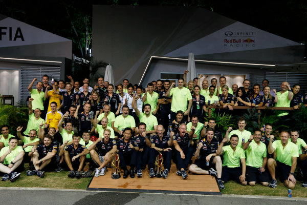 Marina Bay Circuit, Singapore. Sunday 22nd September 2013.  Red Bull Racing celebration team photo.  World Copyright: Charles Coates/LAT Photographic. ref: Digital Image _N7T8296