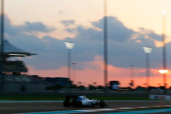 Yas Marina Circuit, Abu Dhabi, United Arab Emirates. Friday 27 November 2015. Valtteri Bottas, Williams FW37 Mercedes. World Copyright: Charles Coates/LAT Photographic ref: Digital Image _99O7140