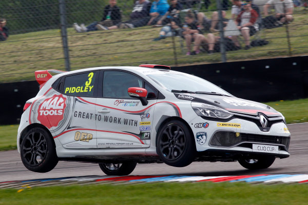 2016 Renault Clio Cup, Thruton, 7th-8th My 2016 Ollie Pidgley (GBR) Ciceley Motorsport Renault Clio Cup  World copyright. Jakob Ebrey/LAT Photographic