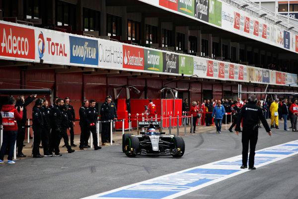 Circuit de Catalunya, Barcelona, Spain Monday 22 February 2016. Jolyon Palmer, Renault RE16, in the pit lane. World Copyright: Steven Tee/LAT Photographic ref: Digital Image _L4R7040