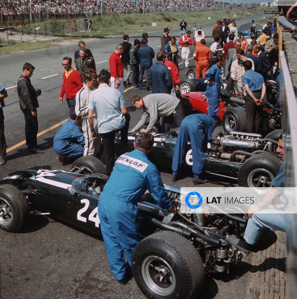 Zandvoort, Holland.22-24 July 1966.Mechanics work on the Cooper T81 Maserati of John Surtees in the pits.Ref-3/2276.World Copyright - LAT Photographic