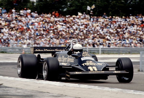 1981 French Grand Prix.Dijon-Prenois, France.3-5 July 1981.Elio de Angelis (Lotus 87 Ford) 6th position. Ref-81 FRA 20.World Copyright - LAT Photographic