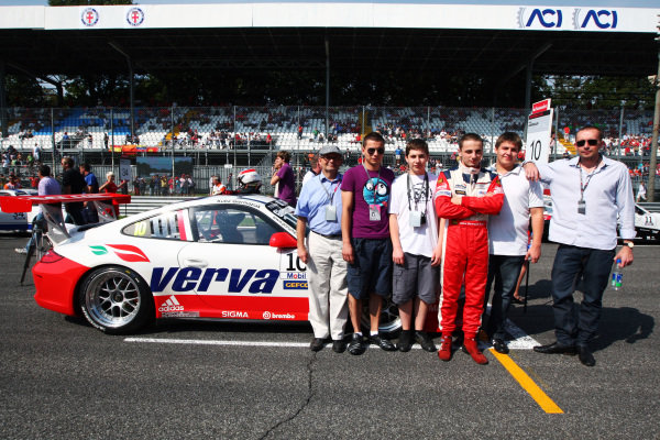 Kuba Giermaziak (POL) Verva Racing Team with guests on the grid. Porsche Supercup, Rd 9, Monza, Italy, 10-12 September 2010.