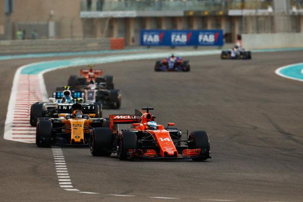 Yas Marina Circuit, Abu Dhabi, United Arab Emirates. Sunday 26 November 2017. Fernando Alonso, McLaren MCL32 Honda, leads Nico Hulkenberg, Renault R.S.17, and Lance Stroll, Williams FW40 Mercedes. World Copyright: Sam Bloxham/LAT Images  ref: Digital Image _W6I4305