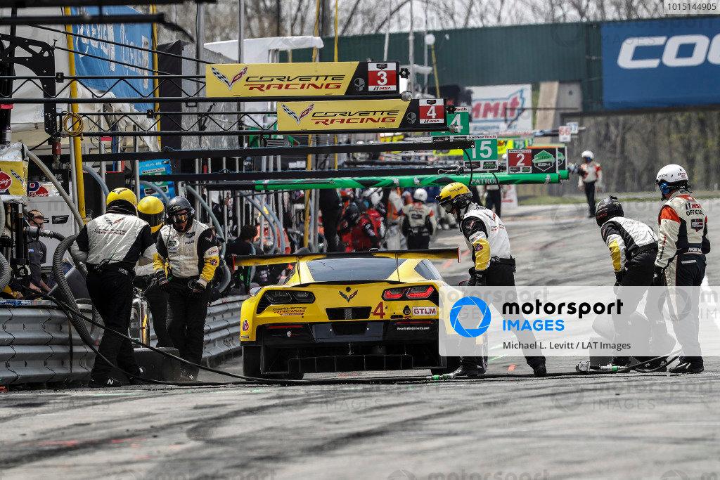 #4 Corvette Racing Chevrolet Corvette C7.R, GTLM: Oliver Gavin, Tommy Milner, pit stop