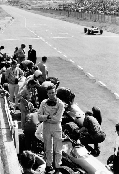 Zandvoort, Holland. 18 July 1965. Rd 6. Jim Clark, Lotus 33-Climax, 1st position, in the pits, portrait. World Copyright: LAT Photographic Ref: Autocar b&w print