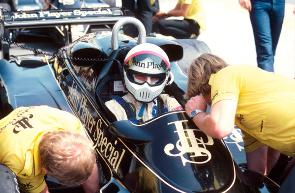 Osterreichring, Austria.13-15 August 1982.Elio de Angelis (Lotus 91 Ford) 1st position.Ref-82 AUT 09.World Copyright - LAT Photographic