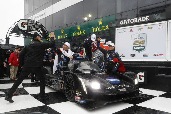 #10 Konica Minolta Cadillac DPi-V.R. Cadillac DPi, DPi: Renger Van Der Zande, Jordan Taylor, Fernando Alonso, Kamui Kobayashi, victory, celebration, podium