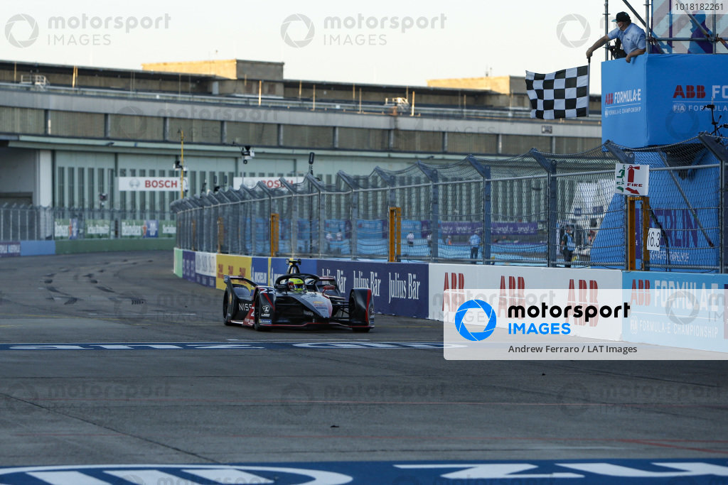 Oliver Rowland (GBR), Nissan e.Dams, Nissan IMO2 crosses the line and takes the chequered flag