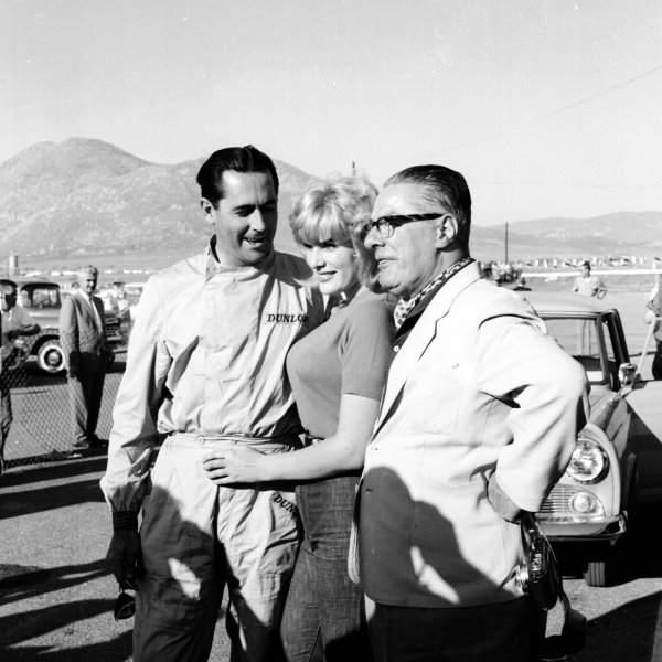 1960 United States Grand Prix. Riverside, California, USA.18-20 November 1960. Jack Brabham (Cooper Car Co.) with June Wilkinson (Miss Corvette) and Charles Cooper. Ref-7504B/W. World Copyright - LAT Photographic