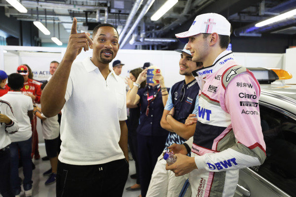 Will Smith chats with Lance Stroll, Williams Racing and Esteban Ocon, Racing Point Force India before the drivers' parade