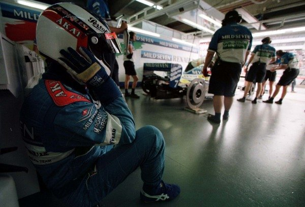 1997 Argentinian Grand Prix.Buenos Aires, Argentina.11-13 April 1997.Jean Alesi (Benetton Renault) in the garage before finishing in 2nd position.World Copyright - LAT Photographic