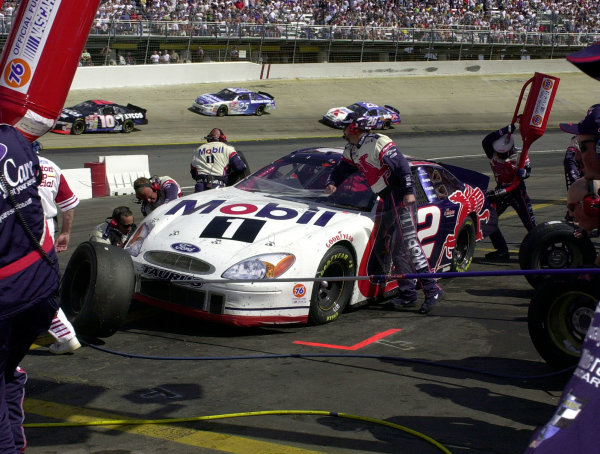 Jeremy Mayfield makes a pitstop on his way to 4th.NASCAR Food City 500 at Bristol Motor Speedway (Tenn)26 March, 2000LAT PHOTOGRAPHIC