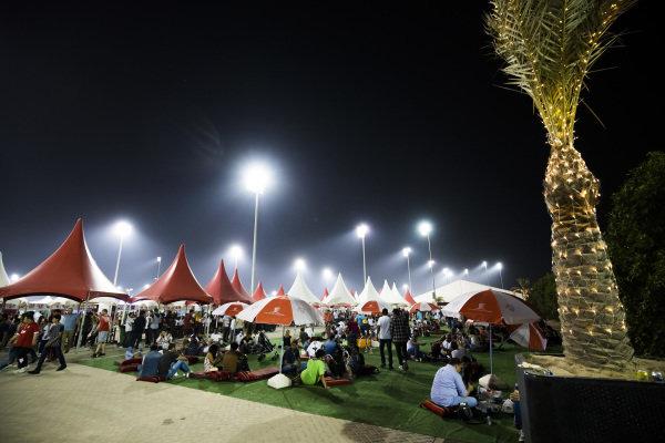 Fans and atmosphere at Formula One World Championship, Rd3, Bahrain Grand Prix Practice, Bahrain International Circuit, Sakhir, Bahrain, Friday 14 April 2017. BEST IMAGE