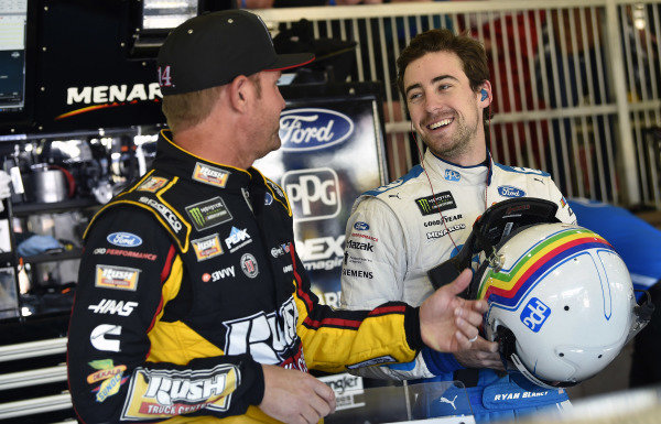 #12: Ryan Blaney, Team Penske, Ford Mustang PPG and #14: Clint Bowyer, Stewart-Haas Racing, Ford Mustang Rush Truck Centers/Haas Automation
