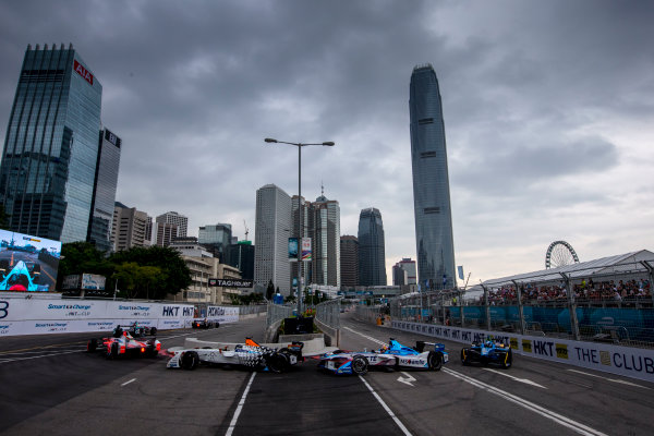2016/2017 FIA Formula E Championship. Hong Kong ePrix, Hong Kong, China. Sunday 9 October 2016. Loic Duval (FRA), Dragon Racing, Spark-Penske, Penske 701-EV at the start of the race. Photo: Zak Mauger/LAT/Formula E ref: Digital Image _L0U2245