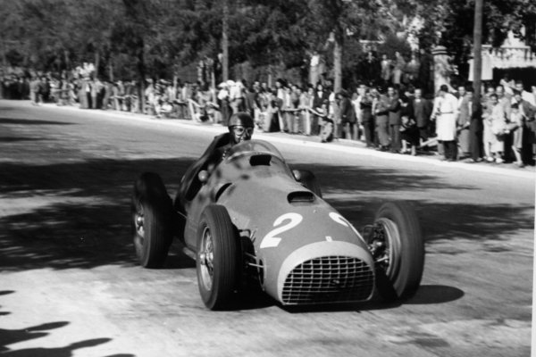 1951 Spanish Grand Prix.Pedralbes, Barcelona, Spain. 28 October 1951.Alberto Ascari (Ferrari 375), 4th position.World Championship - LAT Photographic