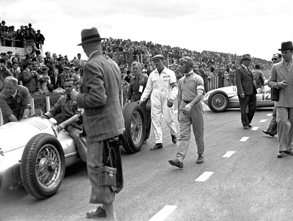 1939 French Grand Prix.Reims-Gueux, France. 9 July 1939.Tazio Nuvolari (Auto Union D-type) walks to the grid before the start.World Copyright: LAT PhotographicRef: Autocar/MotorSport calendar