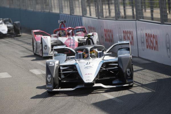 Stoffel Vandoorne (BEL), Mercedes Benz EQ, EQ Silver Arrow 02, leads Joel Eriksson (SWE), Dragon Penske Autosport, Penske EV-5
