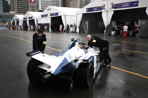 Mechanics push Antonio Felix da Costa (PRT), BMW I Andretti Motorsports, BMW iFE.18 back into the garage