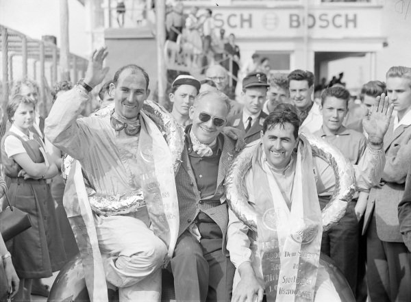 Jack Brabham and Stirling Moss, 1st position, flank David Brown.