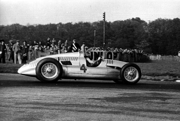 1938 Donington Grand Prix.Donington Park, Great Britain.22 October 1938.Tazio Nuvolari (Auto Union D-typ), 1st position.World - LAT Photographic