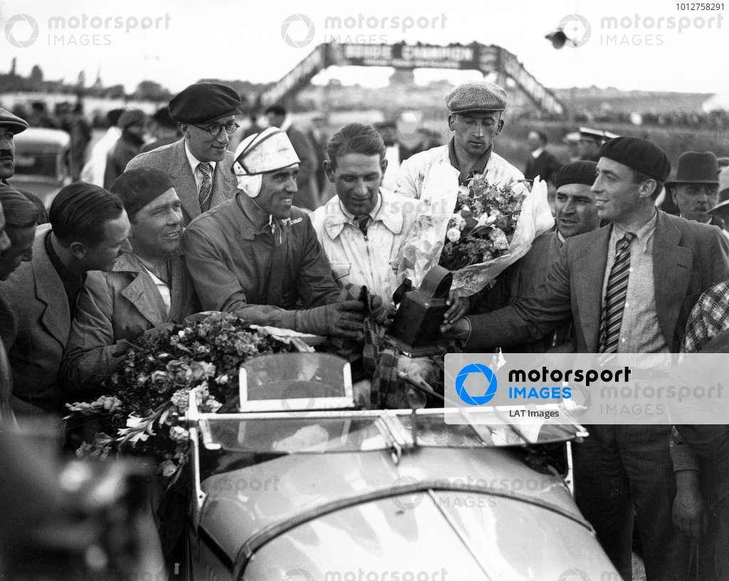 1933 Le Mans 24 hours. Le Mans, France. 17-18 June 1933. Tazio Nuvolari and Raymond Sommer (Alfa Romeo 8C) take the spoils for their 1st position. A Race Through Time exhibition number 27. World Copyright - LAT Photographic Ref: C867