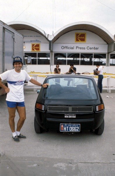 Nelson Piquet poses with a Dacon 828.