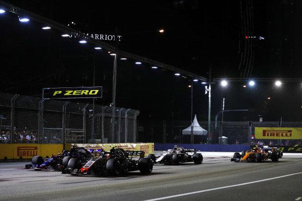Kevin Magnussen, Haas F1 Team VF-18, leads Brendon Hartley, Toro Rosso STR13 Honda, Sergey Sirotkin, Williams FW41, and Stoffel Vandoorne, McLaren MCL33