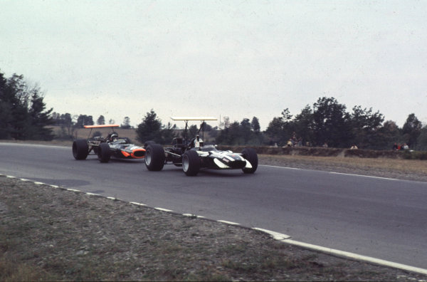 1968 United States Grand Prix.Watkins Glen, New York, USA.4-6 October 1968.Lucien Bianchi (Cooper T86B BRM) leads Pedro Rodriguez (BRM P133).Ref-68 USA 48.World Copyright - LAT Photographic