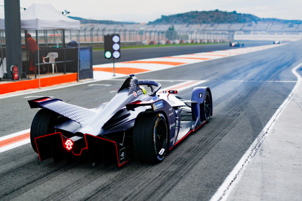 Robin Frijns (NLD), Envision Virgin Racing, Audi e-tron FE06, at the end of the pit lane