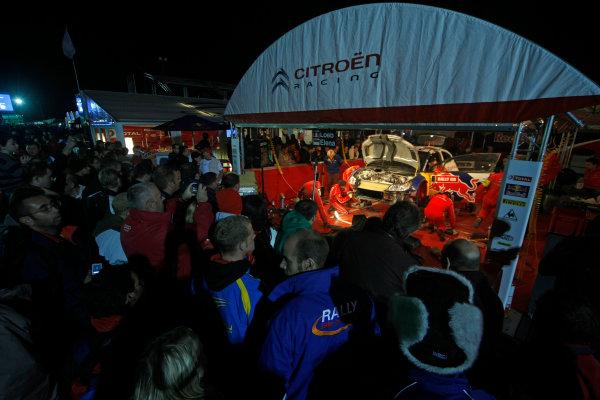 Round 12Rally Great Britain 22nd - 25th October 2009Sebastien Loeb, Citroen, serviceWorldwide Copyright: McKlein/LAT