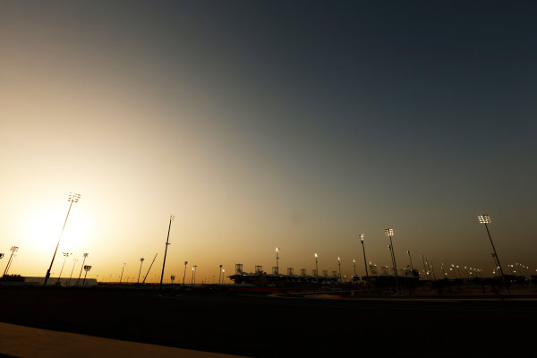 Bahrain International Circuit, Sakhir, Bahrain. Thursday 16 April 2015. Sunset over the circuit. World Copyright: Alastair Staley/LAT Photographic. ref: Digital Image _79P9795